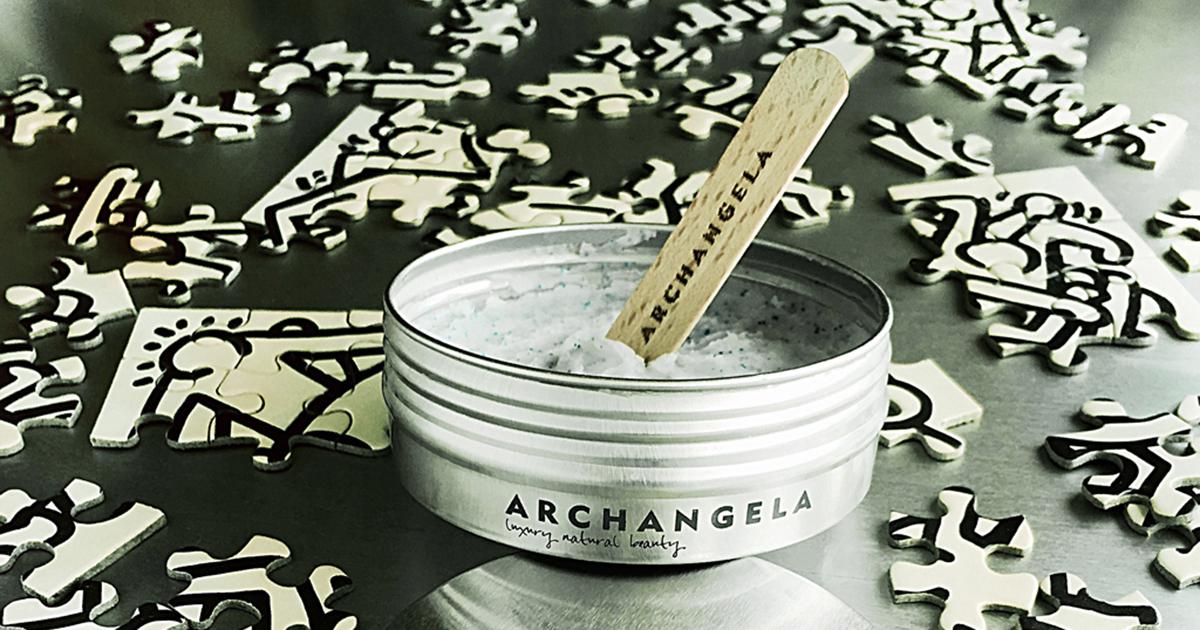 Además de su suave capacidad exfoliante, el Jabón Exfoliante de Cítricos es maravilloso para la rutina de belleza diaria.